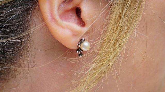 how to choose pearl earrings